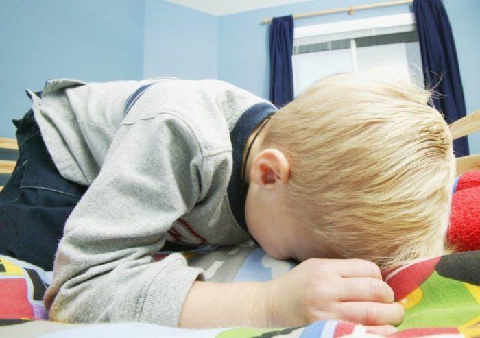 болит живот при ветрянке у ребенка