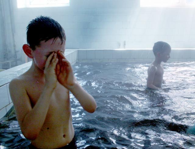 купание в бассейне после бани