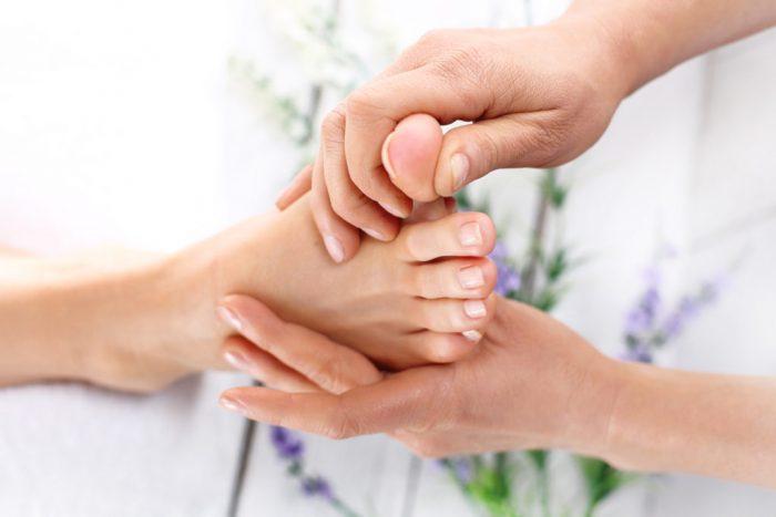 лечение ногтей проводится под врачебным контролем