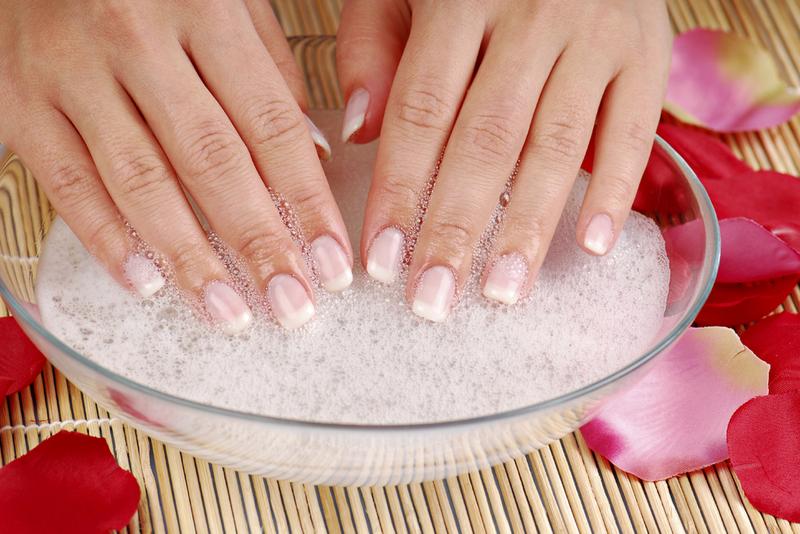Белые пятна на ногтях пальцев рук: причины и что это означает