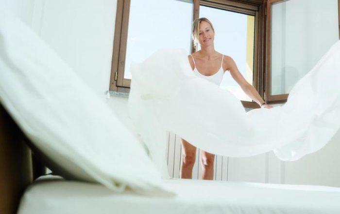 менять постельное белье ежедневно
