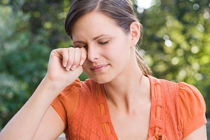 умеренное или сильное покраснение белка глаза