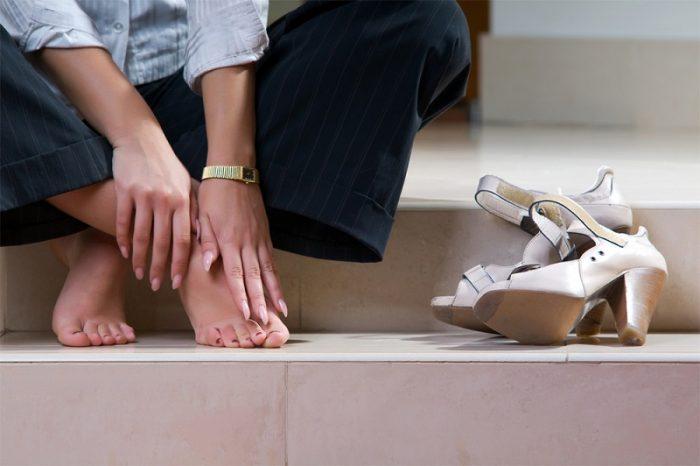 избегайте ношения чужой обуви