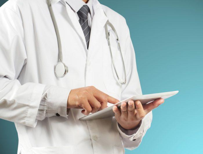 врач подбирает другой медикамент