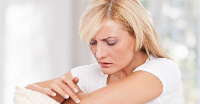 нанесение геля сопровождается несильным зудом